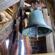 Kel ist angeblich irgendwo in Osteuropa, doch Joe hört ganz sicher die Turmglocke aus dem Heimatort