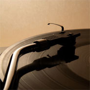 K&F setzen auch noch auf Schallplatten, die sich mittlerweile wieder großer Beliebtheit erfreuen