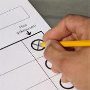 Inzwischen für viele Routine, doch immer wieder spannend: Der Gang zur Wahlurne