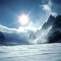 Anstelle eines Blatt Papiers sieht der Betrachter eine Schneelandschaft, in welcher er sich in immer neuen Fantasien verliert