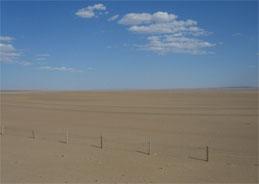 Die Lebensumstände in der lebensfeindlichen Wüste sind für den Menschen eine Herausforderung