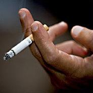 Eigentlich wollte er nur Feuer für seine Zigarette.